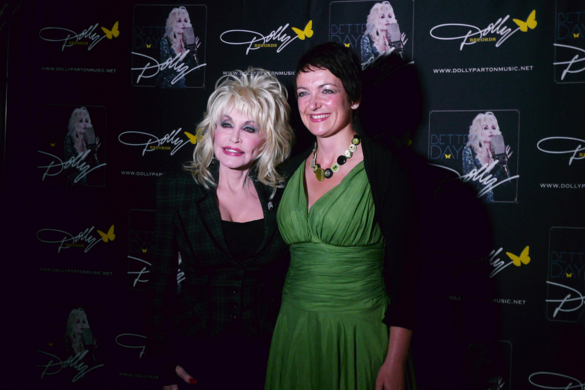 Photo of Dolly Parton at fundraiser